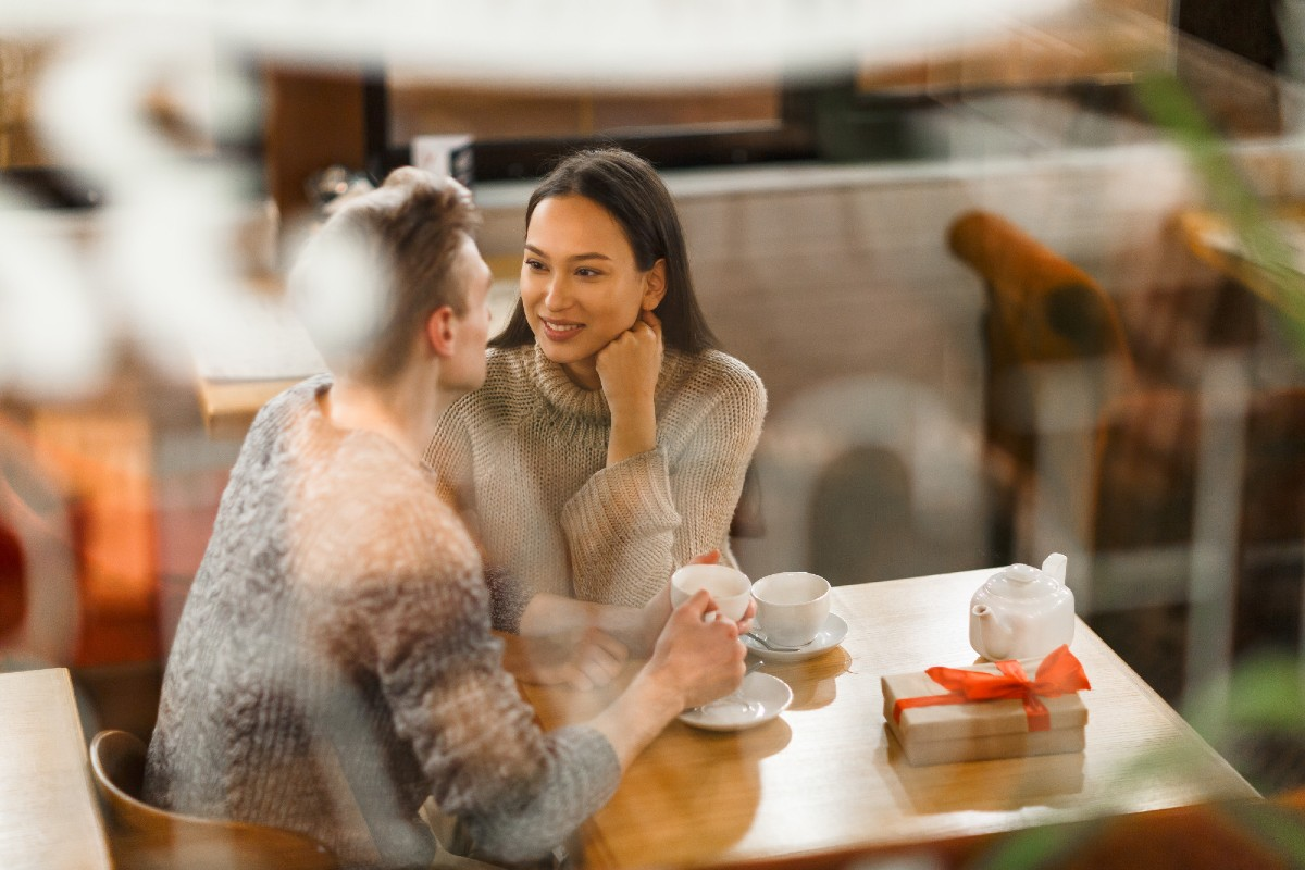 A man talking to a woman on a date
